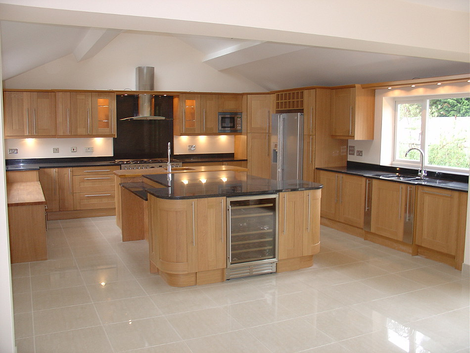 Shaker Style Oak Kitchen With Angola Black Granite